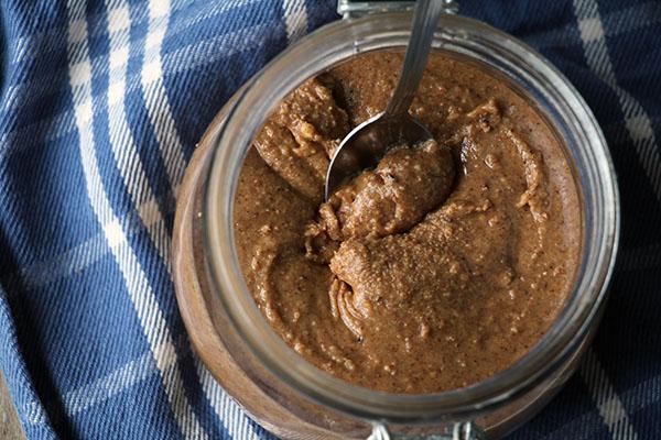 Zelf pindakaas maken – glutenvrij & suikervrij recept