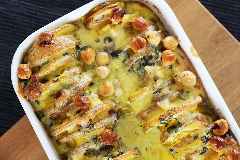 Stoere ovenschotel met gele biet en aardappel – glutenvrij recept